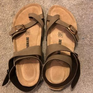 NWOT Birkenstock style cross strap sandals, tan